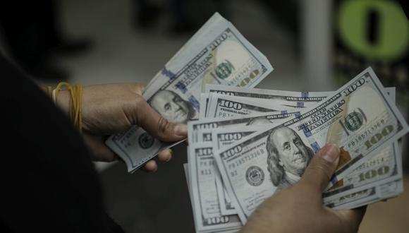 En el mercado paralelo o casas de cambio de Lima, el tipo de cambio se cotiza a S/ 4.100 la compra y S/ 4.125 la venta de cada dólar. (Foto: Joel Alonzo / GEC)