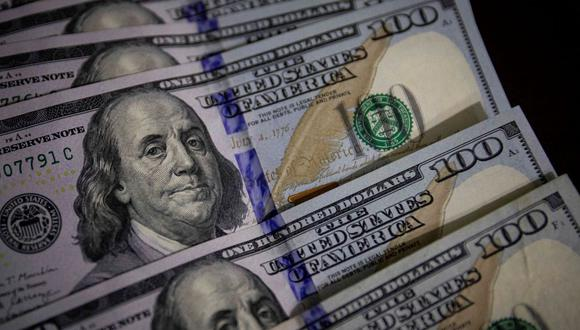 En el mercado paralelo o casas de cambio de Lima, el tipo de cambio se cotiza a S/3.820 la compra y S/ 3.860 la venta de cada dólar. (Foto: EFE)