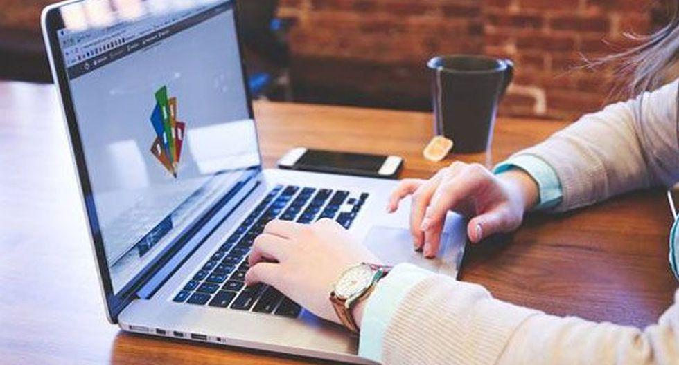 FOTO 6 | 6. Cursos en línea  Tener un título profesional ya no es suficiente y los millennials se están responsabilizando de su capacitación. Desarrolla una plataforma de e-learning que ofrezca desde cursos de idiomas hasta de ventas y excel, sin olvidarte de otros más vanguardistas como data science o animación 3D. Asóciate con escuelas especializadas o profesores freelance certificados para desarrollar los temarios y material en video. Ofrece variedad de materias y niveles de aprendizaje e incluso contenido en inglés para ampliar tu target.