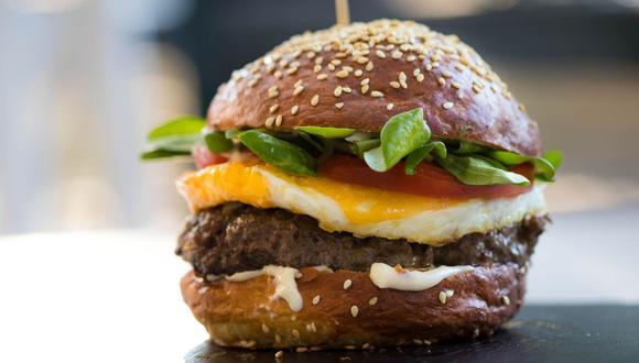 Las hamburguesas con queso, los palitos de mozzarella y el pan de plátano son las recetas que producen más gramos de dióxido de carbono equivalente (gCO2eq). (Foto: Pexels)