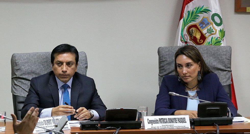 Gilbert Violeta y Patricia Donayre, ambos miembros de Peruanos por el Kambio. (Foto: Congreso de la República)