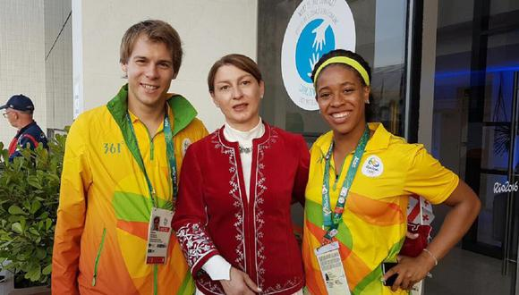 Con su debut este domingo en Tokio 2020, la atleta Nino Salukvadze (centro) completó nueve participaciones olímpicas. (Foto: Facebook)