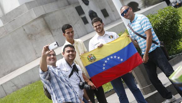 FOTO 1 |  El estudio de la OIM se basa en una encuesta realizada a 1,636 venezolanos en los principales puntos de frontera de entrada y salida y en puntos de gran afluencia como Lima metropolitana. En su mayoría, tienen edades entre los 18 a 24 años (27.3%). En cuanto al perfil educativo: más del 60% tiene nivel educativo superior universitario o técnico superior completo.  Mientras que el 23.3% no lograron concluir sus estudios superiores. (Foto: USI)