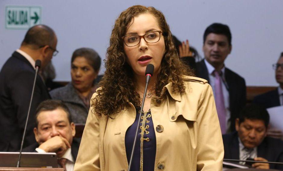 Rosa Bartra defendió el trabajo que realiza la Comisión de Constitución sobre el proyecto de adelanto de elecciones. (Foto: Congreso)