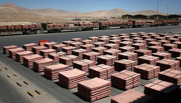 Los inventarios de cobre en depósitos registrados ante la LME suman 122,450 toneladas. (Foto: Reuters)