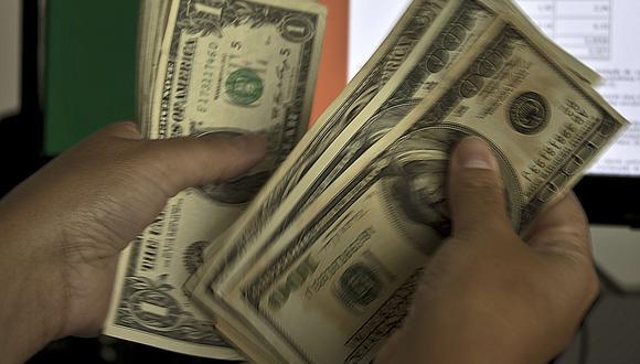 En el mercado paralelo o casas de cambio de Lima, el dólar se cotizaba a S/ 3.385 la venta. (Foto: AFP)