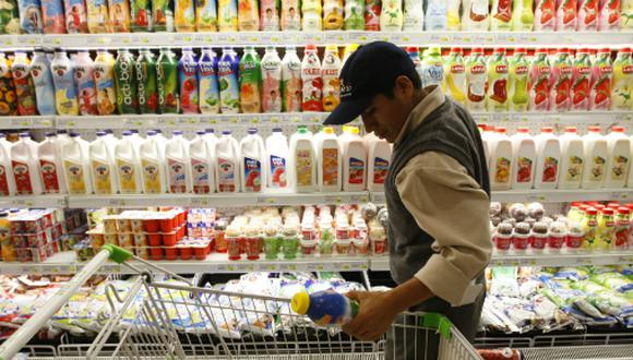 El sector de consumo masivo cerró en rojo por la crisis política, señaló Nielsen. (Foto: USI)