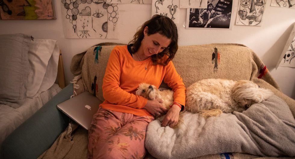 Con los turistas y coleccionistas quedándose en casa, la diseñadora de marcos Leticia Bartelle Lorenzini se ha sumado al paro hasta que su tienda pueda reabrir. (Apu GOMES / AFP).