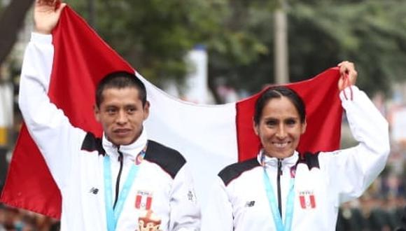 El presidente Martín Vizcarra premió a los campeones Gladys Tejeda y Christian Pacheco. (Foto: Giancarlo Ávila)