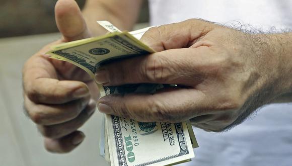 El dólar acumula una ganancia de más de 13% en el mercado cambiario peruano en lo que va del 2021. (Foto: AFP)