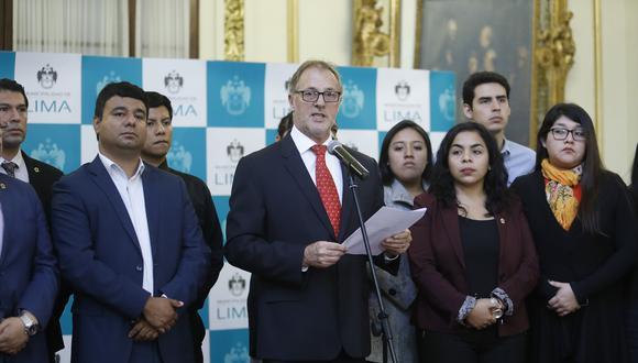 Acuerdo. El concejo municipal dio su apoyo al alcalde Muñoz para que renegocie los contratos. (Foto: Piko Tamashiro)