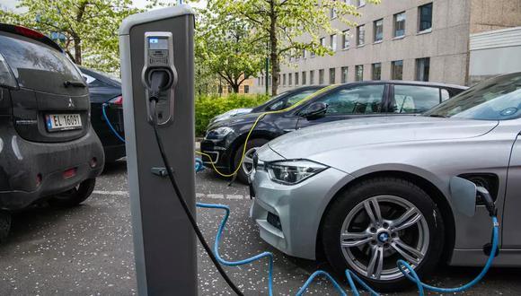 Los cuatro nuevos modelos más vendidos en el país (Audi e-tron, Tesla Model 3, Volkswagen ID.3 y Nissan Leaf) son todos alimentados con electricidad. (Foto: AFP)