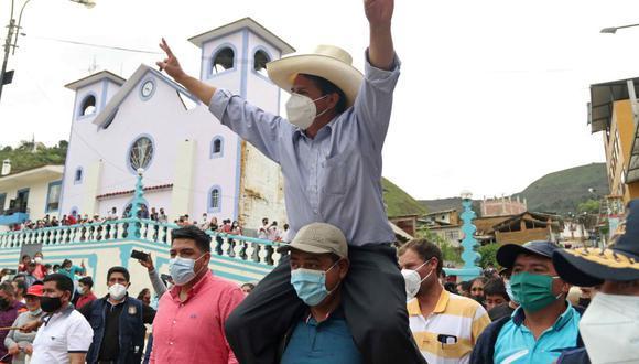 El candidato presidencial Pedro Castillo iniciará hoy un recorrido por el interior del país de cara a la segunda vuelta electoral. (Foto: EFE)