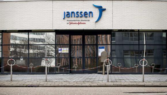 El regulador europeo ha acelerado su evaluación de los seis casos de tromboembolismos raros registrados tras la vacunación con Janssen en Estados Unidos, una investigación que el comité de seguridad (PRAC) de la EMA inició la semana pasada. (Foto: EFE/EPA/SEM VAN DER WAL)