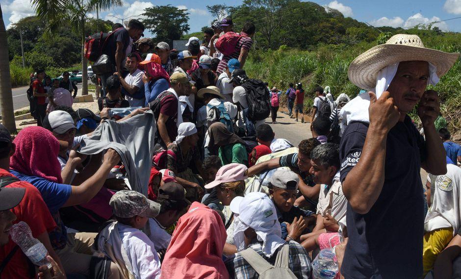 Una caravana de inmigrantes hondureños atraviesa México dirigiéndose a la frontera con Estados Unidos para ingresar a ese país. (Foto: AFP)