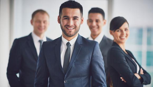 FOTO 5 | 5. Aumenta tu visibilidad ¿Por qué querría un CEO hablarte o conocerte? ¡Porque eres una bomba! Y la mejor forma de demostrar esto es construyéndote una reputación como líder y pensador en tu industria. Escribe artículos para tu blog y para publicaciones de la industria. Publica tu propio ebook o lanza un curso educativo. Habla en eventos, se mentor de otros emprendedores, haz voluntariado en tu comunidad.  Hay otra ventaja de convertirte en influencer: la gente querrá conectar contigo. Esto significa que eventualmente la gente se te acercará, en lugar de tener que estar buscando a los demás todo el tiempo. (Foto: Freepik)
