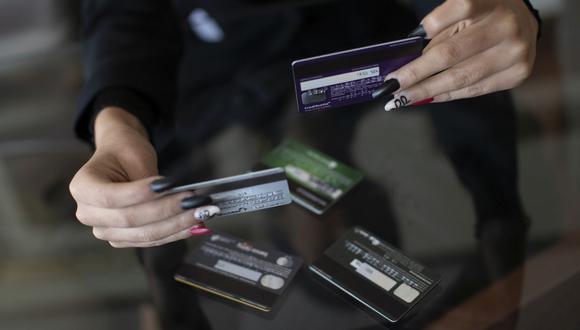 La mayoría de limeños que no tiene una tarjeta de crédito toma esta decisión por temor a endeudarse. (Foto: Cesar Campos / GEC)