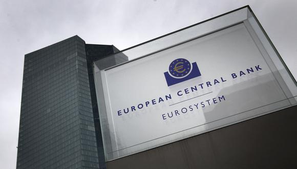 """""""La idea es abrir el mercado a los compradores de carteras más pequeñas, con un mercado al estilo de Amazon o eBay, en el que se pueda navegar ... Eso puede hacer que el mercado se mueva"""", dijo Edward O'Brien, un alto responsable del BCE involucrado en el plan. (Foto: Daniel ROLAND / AFP)"""