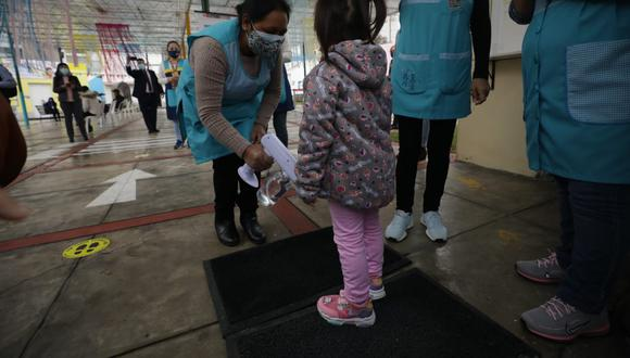 Ministro Hernando Cevallos dijo que debe vacunarse a los niños contra el COVID-19. (Foto: Britanie Arroyo / @photo.gec)