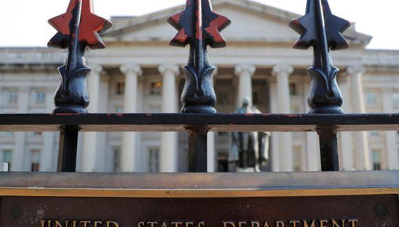 """""""Aquellos que facilitan los intentos del régimen ilegítimo de Maduro de eludir las sanciones de EE.UU. contribuyen a la corrupción que consume Venezuela"""", afirmó en un comunicado el secretario del Tesoro, Steven Mnuchin."""