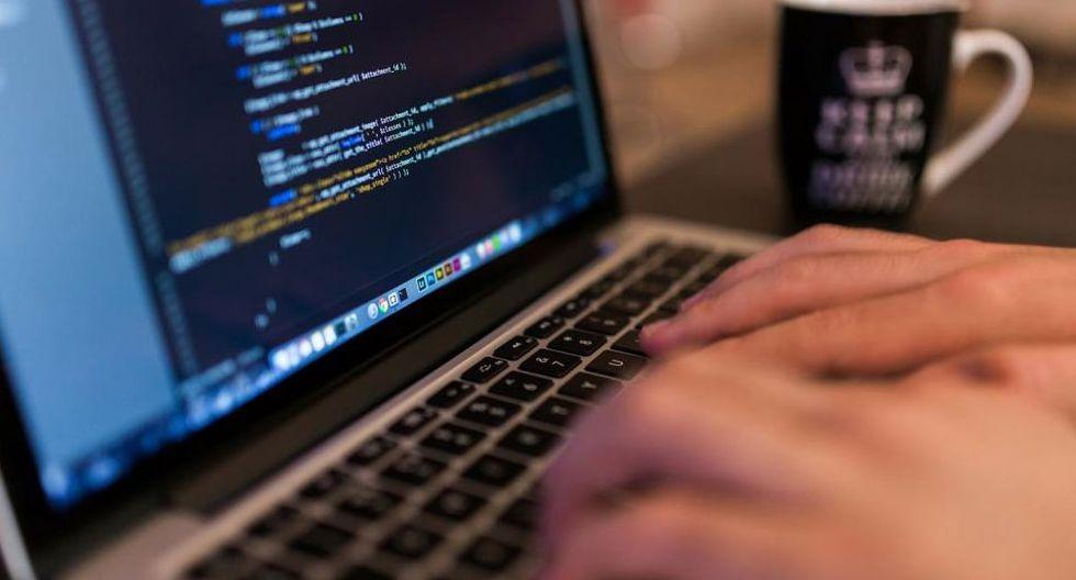 FOTO 5 | 5. Cursos de programación  Empleos TI revela que en 2017 el número de ofertas de empleo en la industria de tecnologías de información creció 57.5%. Y es que cada vez más empresas amplian su área de sistemas y demandan trabajadores especializados en programación, seguridad informática y big data. Contribuye a cubrir la demanda con una escuela donde impartas cursos de desarrollo de lenguajes de programación, como Java, Python o C, y otras disciplinas avanzadas. Busca alianzas con empresas de tecnología que ofrezcan becas a estudiantes, así como con espacios de coworking para que sean tus aulas de clase.