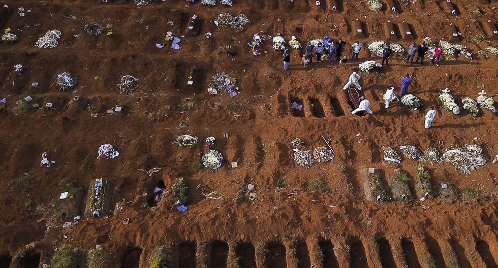 El número de casos en Brasil llegó este viernes a los 330,890, situándose tan solo por detrás de Estados Unidos, que tiene más de 1.5 millones de contagios. (Foto: Reuters)
