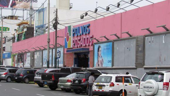 Polvos Rosados es uno de los primeros ejemplos de migración hacia un formato de centro comercial. Sigue trabajando para ver que mejoras se hacen.
