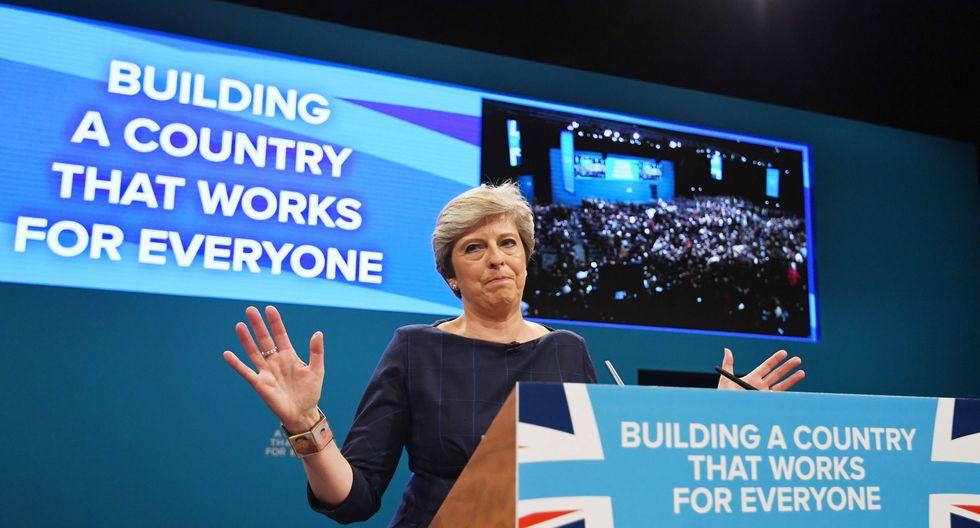 """May dijo que """"siempre lamentará profundamente"""" no haber podido ejecutar el Brexit o salida del país de la Unión Europea. (Foto: EFE)"""