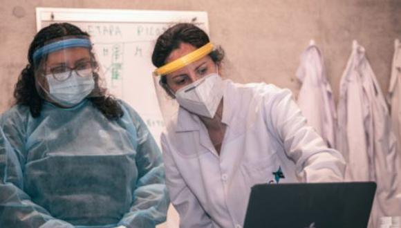 Mónica Santa-María Fuster lidera un proyecto que busca detectar el SARS-CoV-2, causante del covid-19, en aguas residuales. (Foto: UTEC)