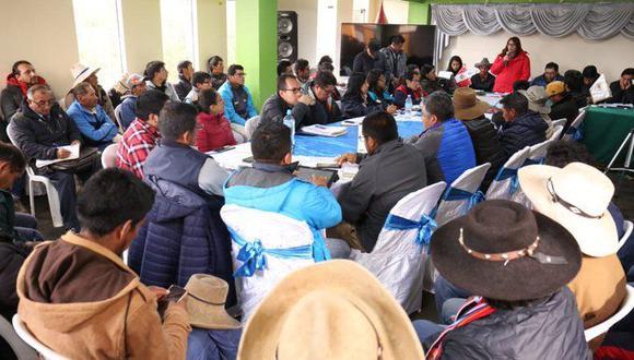 Paola  Bustamante  se encuentra reunida con autoridades locales y regionales, comunidades y representantes de la empresa Anabi SAC,