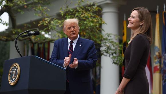 El presidente de los Estados Unidos, Donald Trump, anuncia a su candidata a la Corte Suprema de los Estados Unidos, la jueza Amy Coney Barrett, en el Rose Garden de la Casa Blanca en Washington. (AFP/Olivier DOULIERY).
