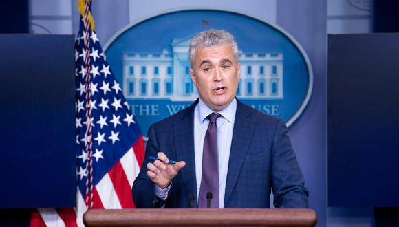 Jeff Zients, el zar de respuesta COVID-19 de la Casa Blanca, habla durante una conferencia de prensa el 13 de abril de 2021, en Washington, DC. (Estados Unidos). (Brendan Smialowski / AFP).