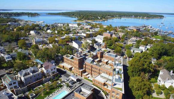 Con tantas opciones en venta, los propietarios tendrán que bajar sus precios para atraer interés, dijo Cia Comnas, responsable de ventas en los Hamptons para la agencia Brown Harris Stevens.