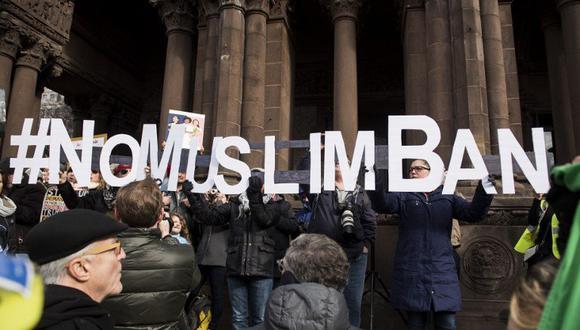 """La ley, apodada """"muslim ban"""" (exclusión de musulmanes) por sus detractores, fue adoptada poco después de la llegada a la Casa Blanca de Trump, quien durante la campaña había dicho """"el Islam nos odia"""". (Foto: AFP)"""