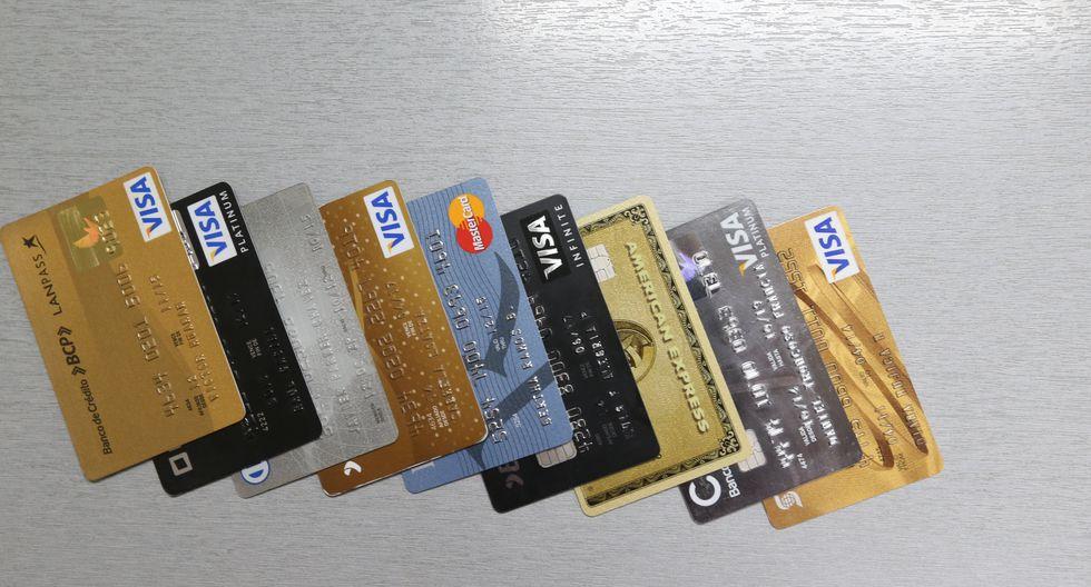 Los mayores ahorros están impidiendo que las personas busquen solicitar una tarjeta de crédito para cubrir sus necesidades, según la Asbanc. (Foto: GEC)<br>