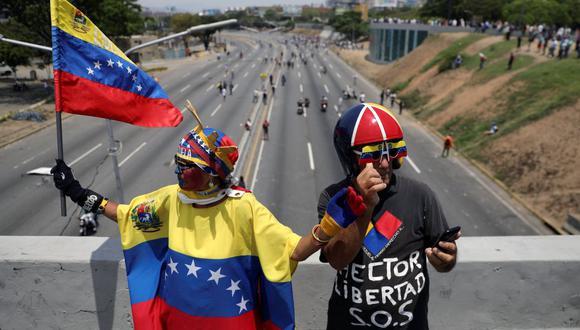 Decenas de venezolanos comenzaron a concentrarse en varias zonas de Caracas y en elinterior del país, un día después del efímero levantamiento militar encabezado por Guaidó.(Foto: AFP)