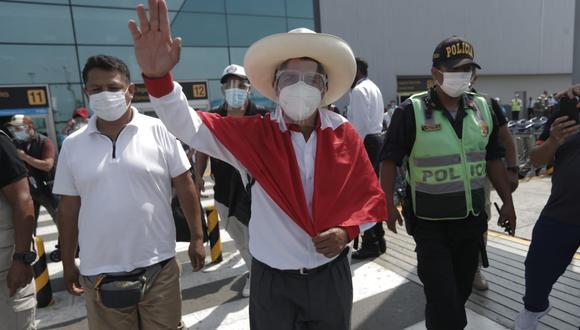 Castillo Terrones no brindó declaraciones a la prensa tras arribar a la capital desde Cajamarca y se dirigió a un local partidario ubicado en el distrito de Los Olivos. (Foto: Renzo Salazar /@photo.gec)
