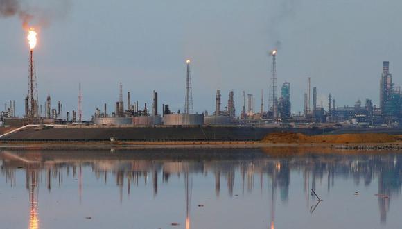 Venezuela cuenta con seis refinerías repartidas entre los estados de Carabobo, Zulia, Anzoátegui y Falcón. Amuray, la refinería mas grande de Venezuela, está paralizada. (Reuters)