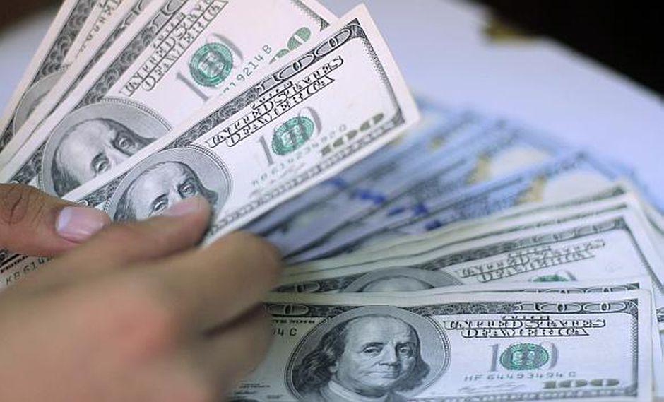 En las casas de cambio, la venta del dólar alcanzaba los S/3.39.(Foto: El Comercio)