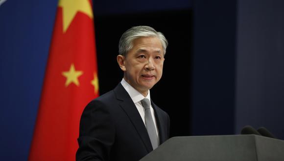El portavoz del Ministerio de Relaciones Exteriores de China, Wang Wenbin, habla durante una conferencia de prensa en Beijing. (EFE/EPA/WU HONG)