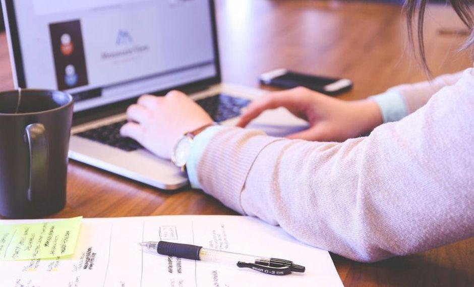 Una tesis de grado es un trabajo de investigación que se realiza al término de una carrera universitaria. (Foto: Pixabay)