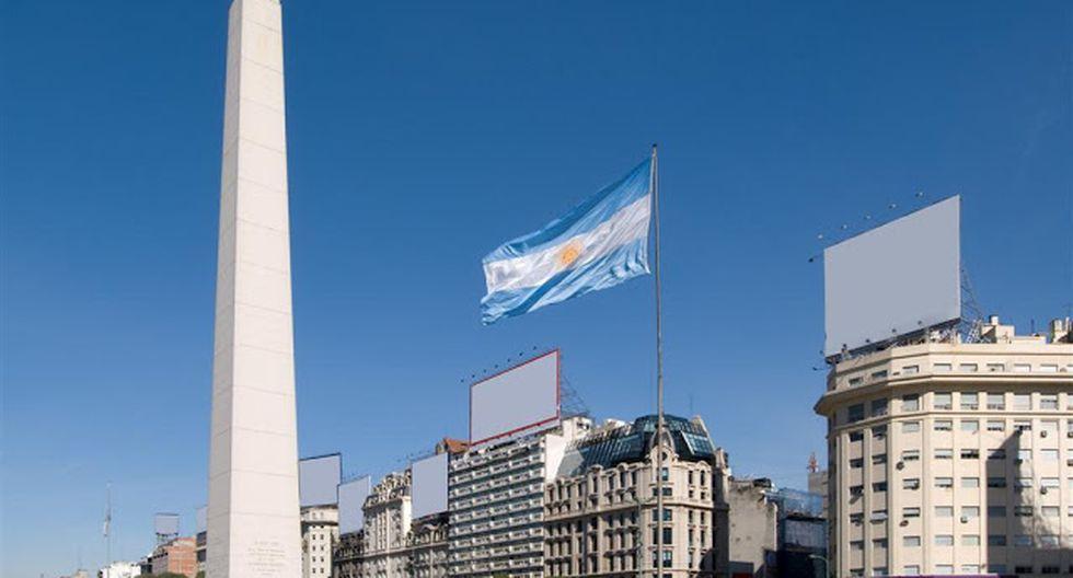 Argentina, donde la incertidumbre se instaló desde las elecciones primarias del 11 de agosto, ganadas por el peronista Alberto Fernández, quien a la postre se alzó con la presidencia, el riesgo país escaló aceleradamente, desde 872 hasta 2,413 puntos.