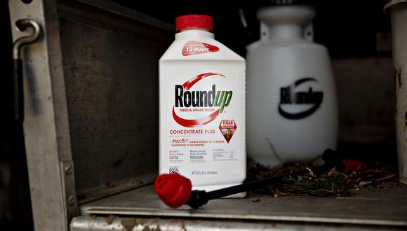 El acuerdo saca a Roundup de la corte ahora y hace que los científicos sopesen la evidencia en el futuro. (Bloomberg)