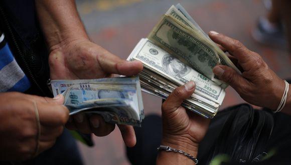En el mercado paralelo o informal, el tipo de cambio se cotiza a S/ 3.535 la venta. (Foto: GEC)