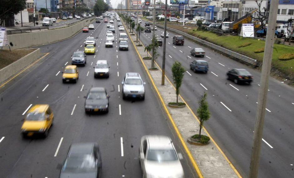 FOTO 7   Respecto a los taxis que circulan en Lima y el Callao, los estudios realizados refieren un total de 126,718 unidades formales, de los cuales: 85,022 se encuentran registradas en Lima y 41,156 en el Callao. (Foto: Andina)