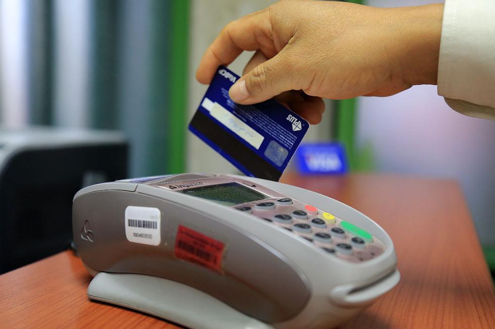 Cada vez más personas utilizan una tarjeta de crédito para solventar sus gastos en medio de la actual pandemia del COVID-19. Este recurso puede ser un gran aliado si la usamos responsablemente. Tenga en cuenta estas recomendaciones y evalúe la situación con respecto a sus necesidades, expectativas de ingreso y capacidad de pago. (Foto: GEC)
