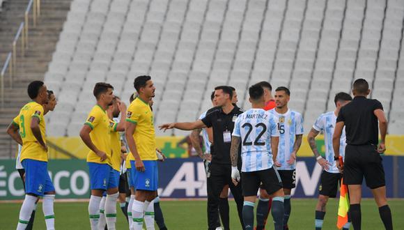 Argentina se retiró del campo en el duelo ante Brasil. Foto: AFP.