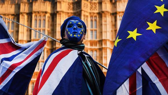 Dicen las estadísticas oficiales que completar un divorcio en Inglaterra tarda de media 49 semanas. La UE y el Reino Unido van a emplear al menos 235 semanas en cerrarlo. (Foto: EFE/EPA/ANDY RAIN)