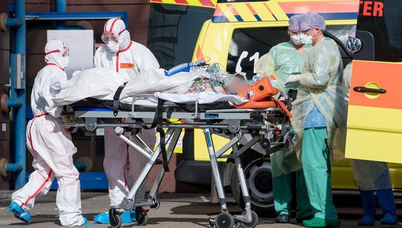 España e Italia, donde se han producido la mitad de las 54,000 muertes que ha habido por el coronavirus, toman cada vez más medidas para restringir el flujo de equipo médico. (Foto: Hendrik Schmidt / POOL / AFP)
