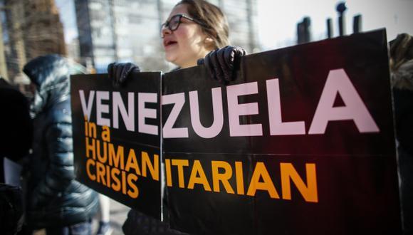 Una mujer venezolana participa en una protesta frente a las Naciones Unidas el 26 de enero de 2019 en Nueva York. (Foto: AFP)